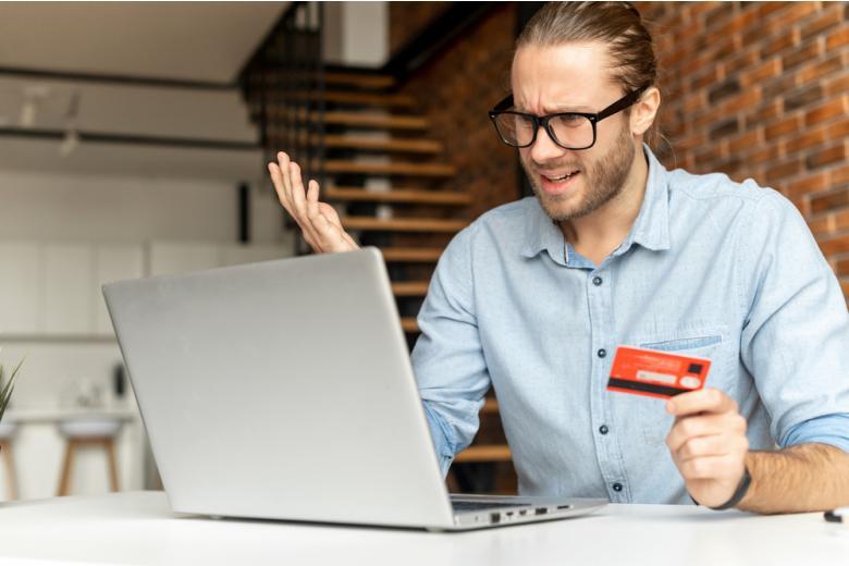 Вы можете выяснить, что счёт заблокирован при попытке перевода средств. Фото: Vadym Pastukh / shutterstock.com