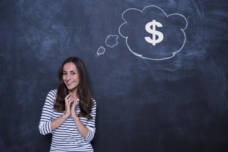 Зарплата учителя зависит от стажа, но даже у практикантов она существенная. Фото: My Ocean Production / shutterstock.com