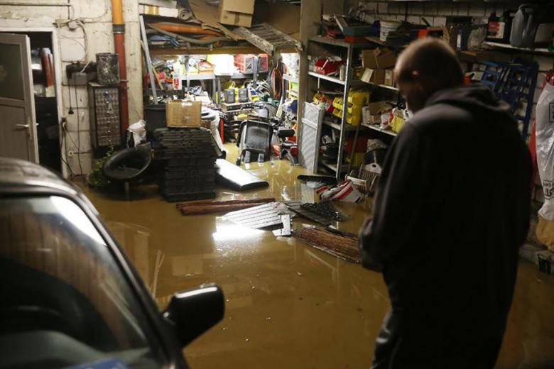Затопленный гараж в Хагене. Фото: Dieter Menne / dpa