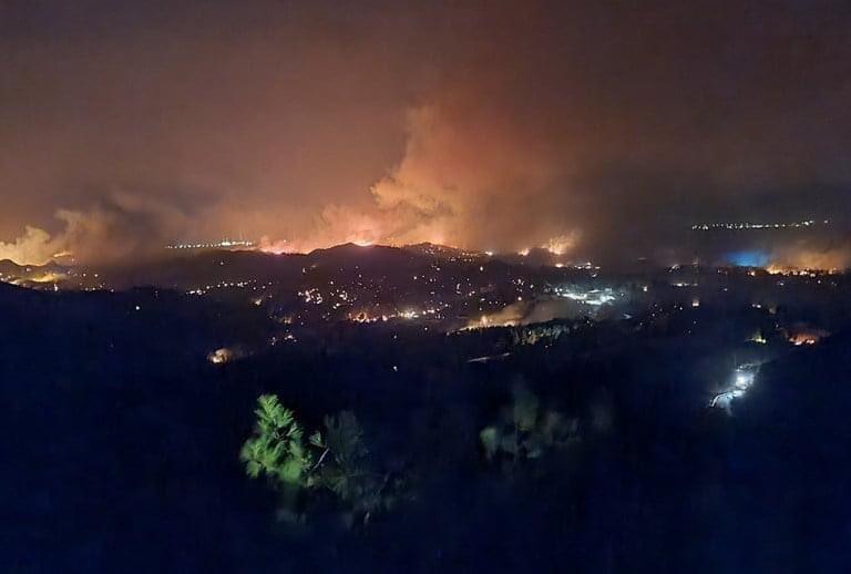 Пожар на острове Родос / Фото: Baklava Badman / twitter.com