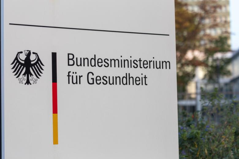Минздрав Германии вывеска Фото:Tobias Arhelger/shutterstock.com