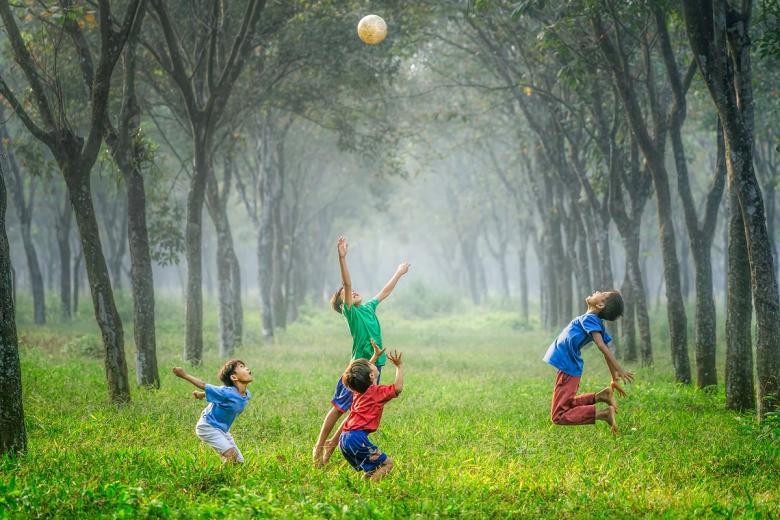 Досуг - важная часть жизни ребенка. Фото: robert collins / unsplash.com