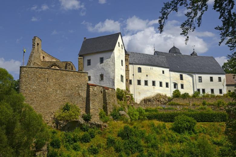 Лауэнштайн (нем. Burg Lauenstein). Фото: Pecold / shutterstock.com
