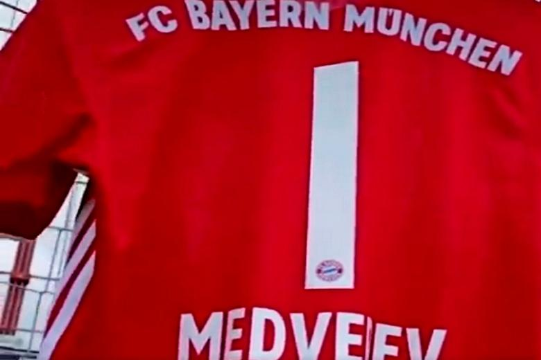 Медведева наградили дважды Фото: Автор: скрин с twitter-аккаунта FC Bayern München / @FCBayern