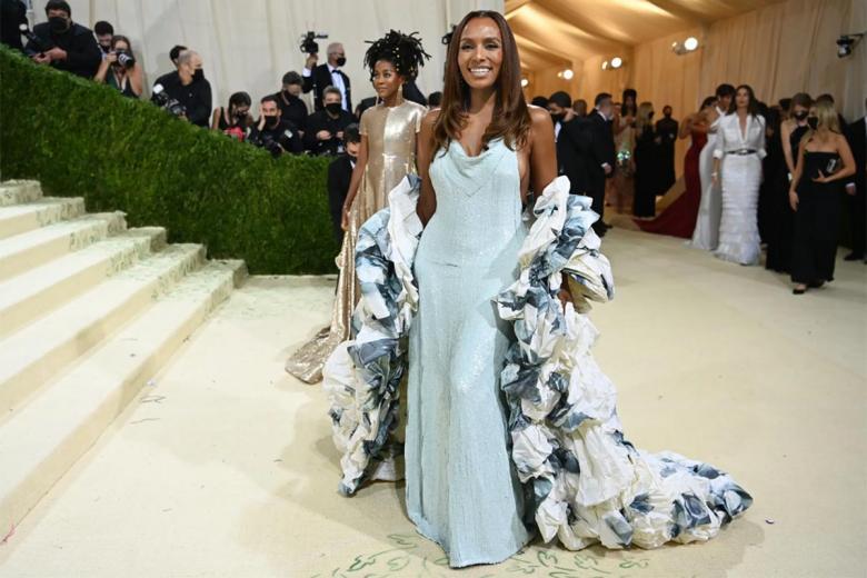 Джанет Мок прибыла, одетая в пышное и мерцающее платье от Valentino. Фото: Nina Westervelt / nytimes.com