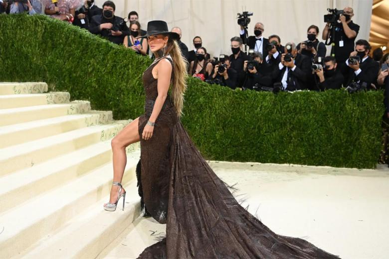 Джей Ло в образе от Ральфа Лорена, будучи на восточном побережье, создала образ дикого запада. Фото: Nina Westervelt / nytimes.com