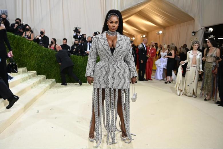 Прешес Ли, которая стала топ-моделью 2021 года, была одета в платье-блейзер от Crystal Area. Фото: Nina Westervelt / nytimes.com