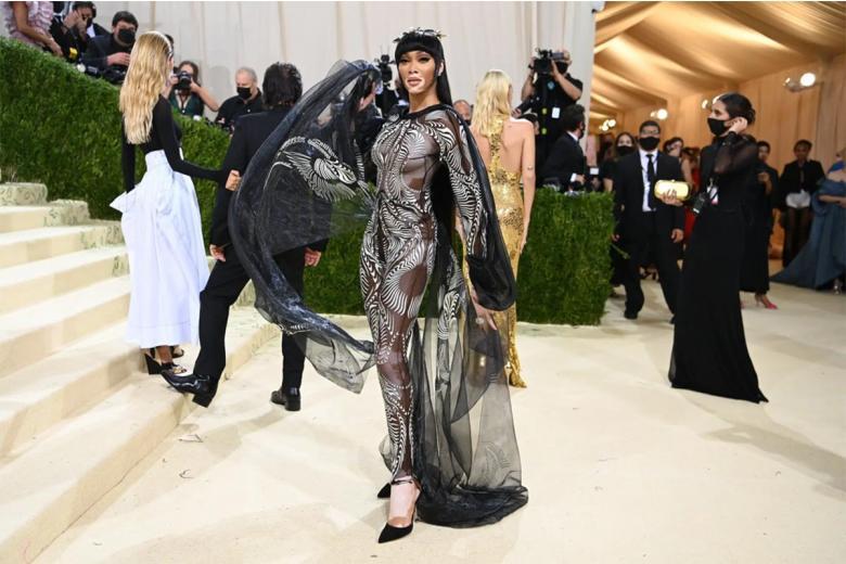 Винни Харлоу, одна из немногих знаменитостей, носящих одежду голландского дизайнера Айрис ван Херпен. Фото: Nina Westervelt / nytimes.com