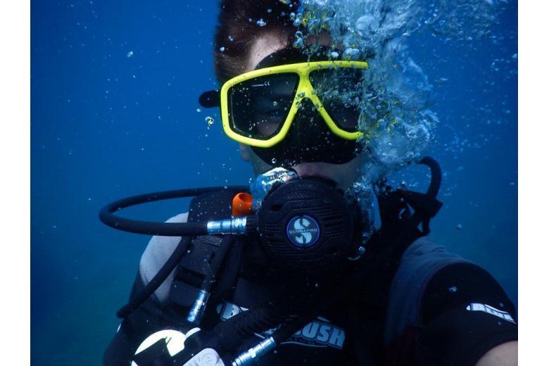 Это рекорд: 67-летний немец проплыл 20 километров под водой фото 1