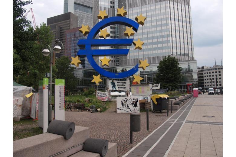 Немецкие банки массово сокращают сотрудников фото 1