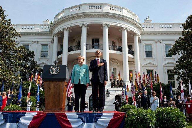 Обама поблагодарил Меркель за приём беженцев фото 1