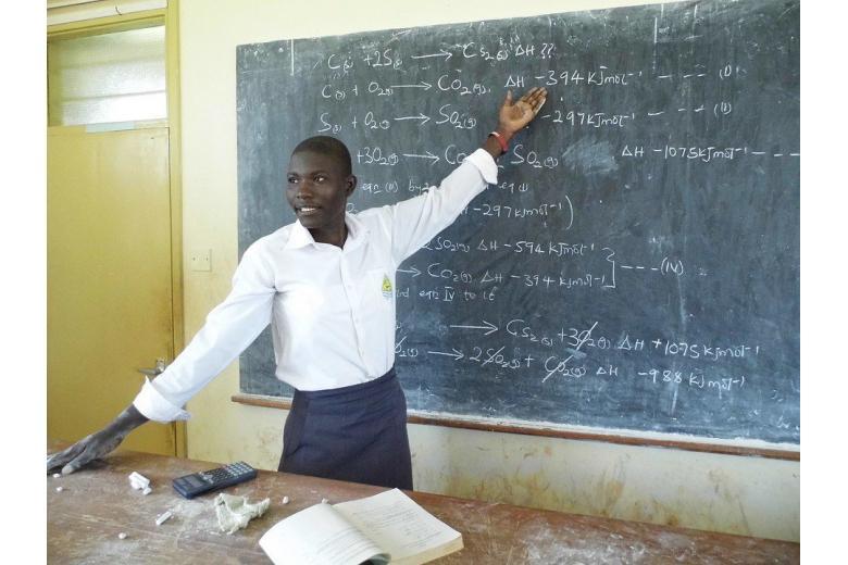 Политики хотят нанимать мигрантов учителями в школы фото 1