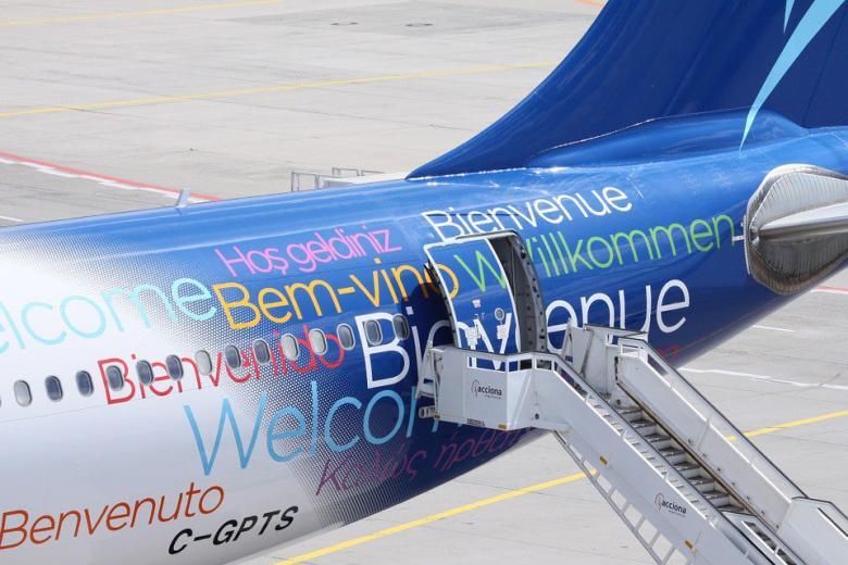 самолет в аэропорту фото