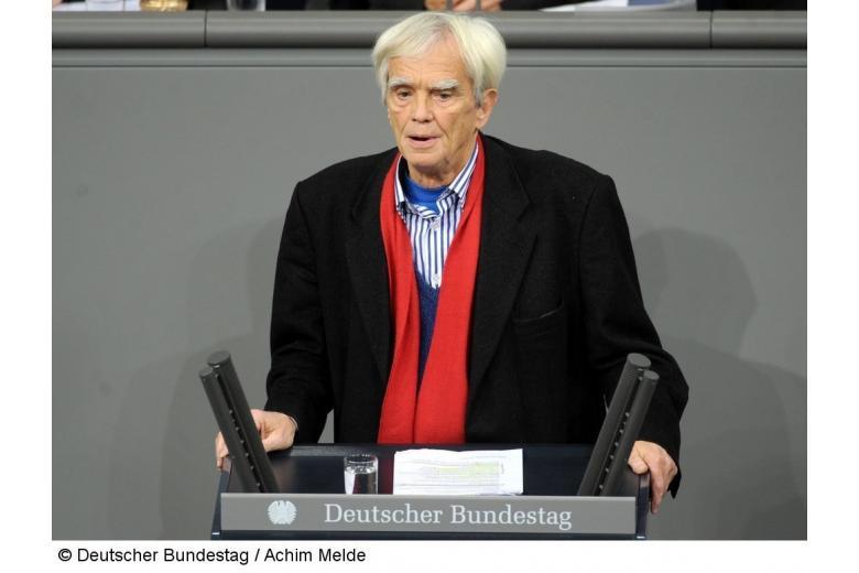 77-летний депутат бундестага призвал привлечь к ответственности турецких агентов фото 1