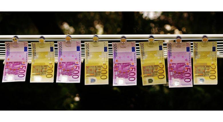 Двое баварцев мешками печатали деньги в гараже фото 1