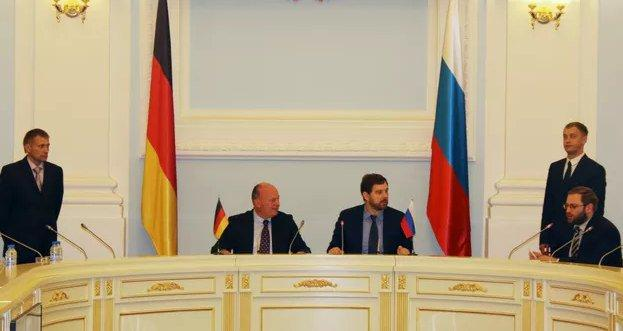 Игорь Баринов и Хармут Кошик на заседании комиссии в Омске фото