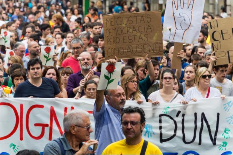 По всей Испании прошли митинги в связи с кризисом вокруг Каталонии фото 1
