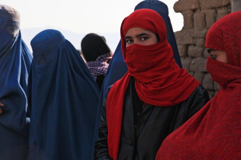 предложение ввести запрет на многоженство для беженцев фото
