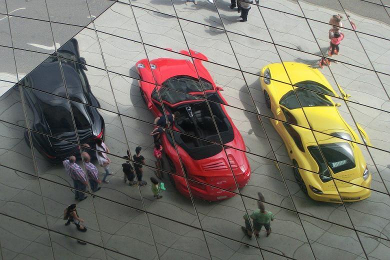 Porsche учит мигрантов немецкому языку и истории фото 1