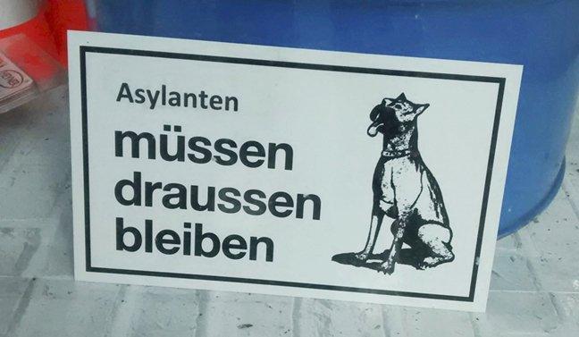 Баварского предпринимателя хотят наказать за расистскую вывеску фото 1