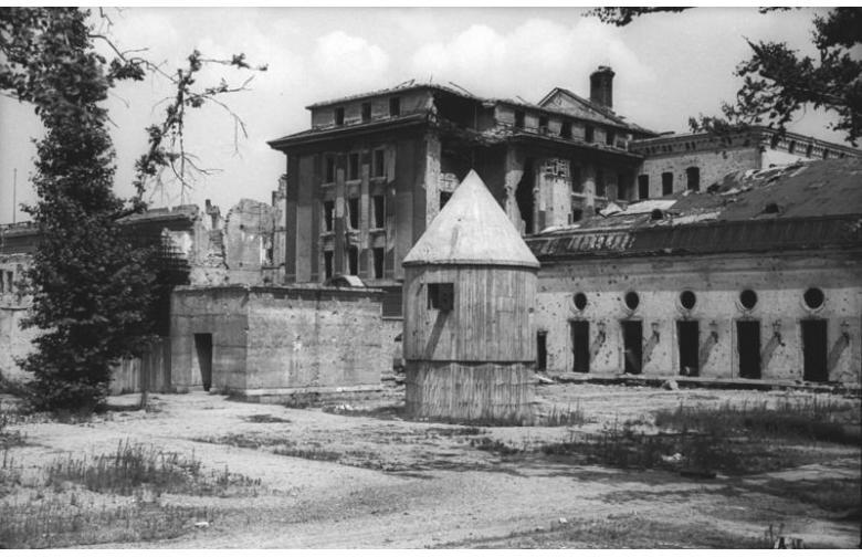 В Берлине открыли копию бункера Гитлера фото 1