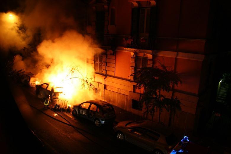 «Последнее предупреждение»: в Бохуме подожгли машины ксенофобов фото 1