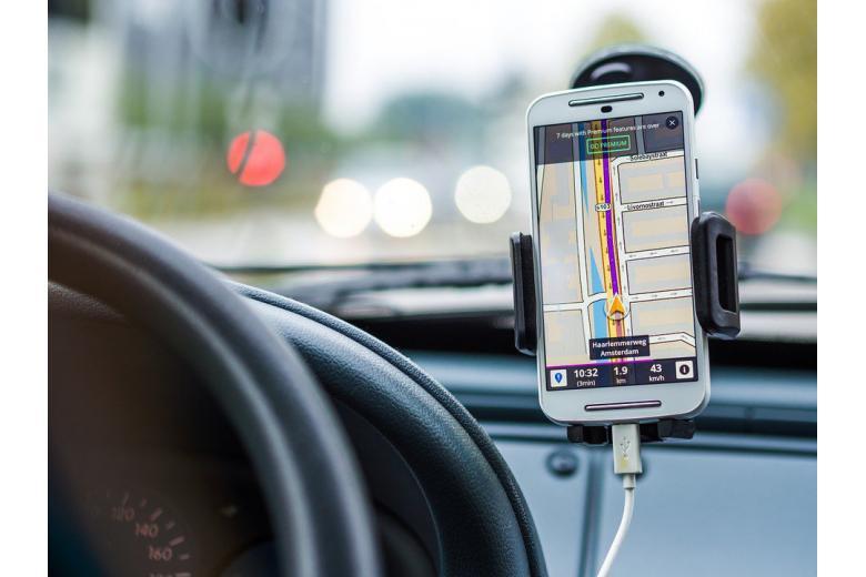 Повод для паники: немцы ездят по трассам, уткнувшись в мобильники фото 1