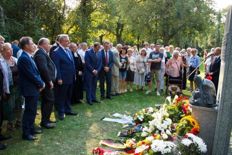 Gedenken an die Opfer zum 75. Jahrestag der Zwangsdeportation der Russlanddeutschen in der Sowjetunion