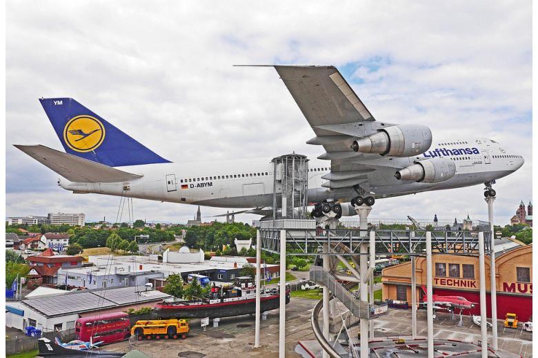 европейский авиаконцерн Lufthansa фото