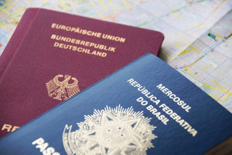 Иммиграционная служба не справляется с потоком запросов на визы фото 1
