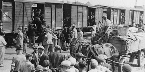Депортация российских немцев, 75 лет спустя: траурный митинг прошел в Берлине фото 1