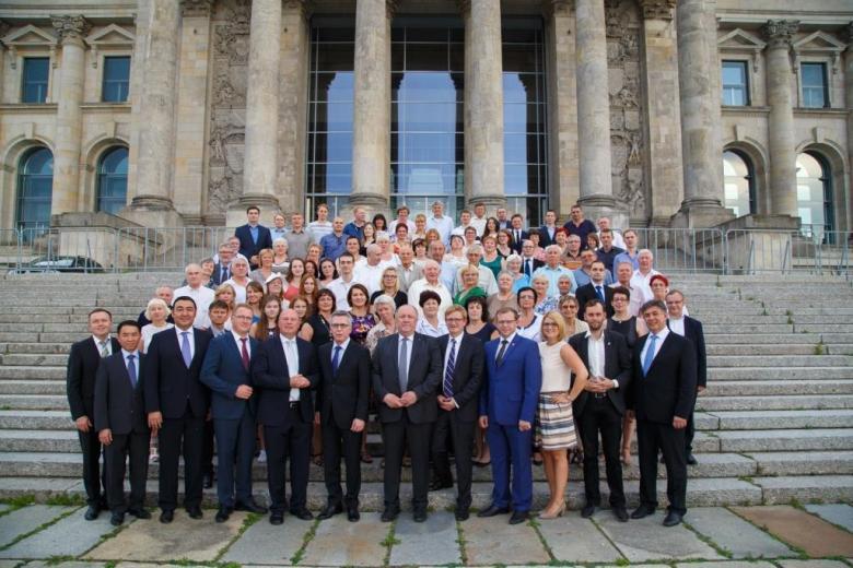 """Gedenktag 75 Jahre Deportation der Deutschen in Russland Bundesinnenminister de Maiziére würdigt Russlanddeutsche als """"Brückenbauer"""" фото 1"""