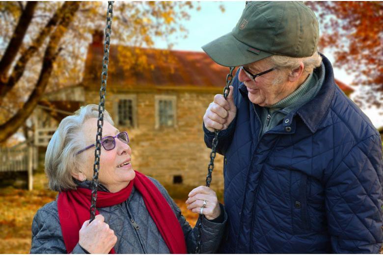 времяпровождение счастливой пожилой пары фото