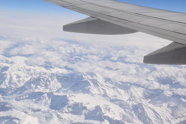 Немецкие самолеты тоннами сливают на землю топливо фото 1