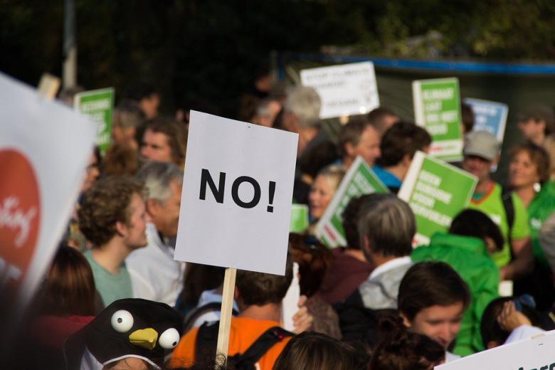 Берлинские активисты движения за мир призывают выйти на митинг против войны в Сирии фото 1