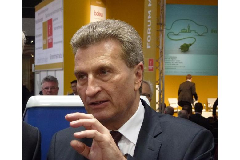 Европейского комиссара обвиняют в ксенофобии фото 1